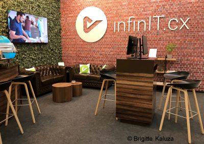 Messestand_Bar_Sitzgruppe_Infopoint_3-bearb